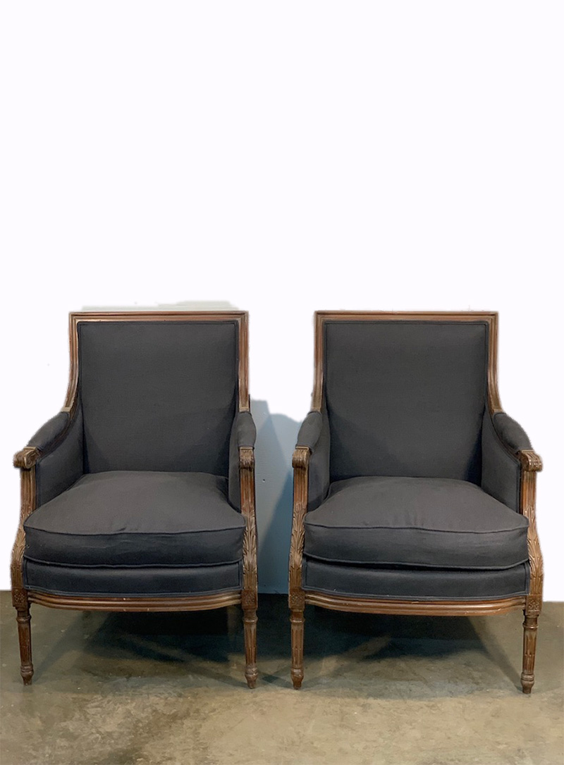 20th c. Pair of French Grey Chairs Upholstered in Libeco Linen